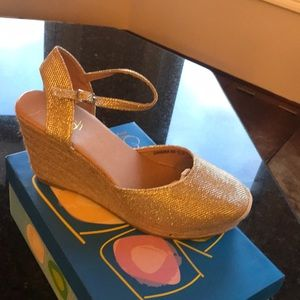 Shoes - Women's slingback wedges **New